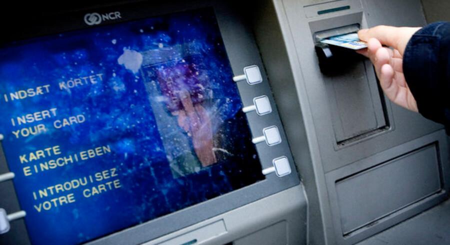 Nye metoder til at aflæse kreditkort har startet en bølge af svindel med hævekortene.