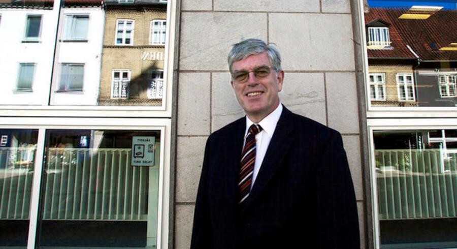 Direktør Niels Valentin Hansen stod i spidsen for Roskilde Bank i en årrække. I dag kritiseres banken for at låne penge til kunderne, som så skulle købe aktier i banken. Men kunder får alligevel ikke medhold i deres klager.