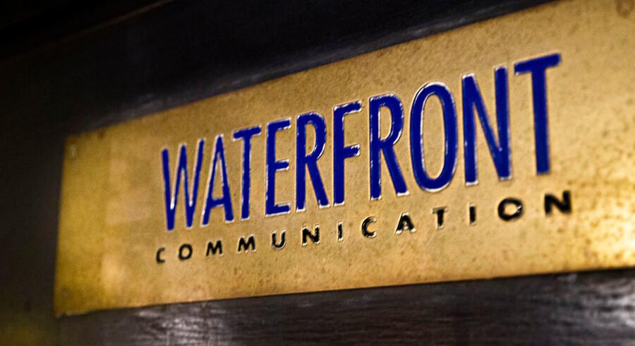 Det stormombruste PR-bureau Waterfront blev mandag politianmeldt af mindst en tidligere medarbejder.