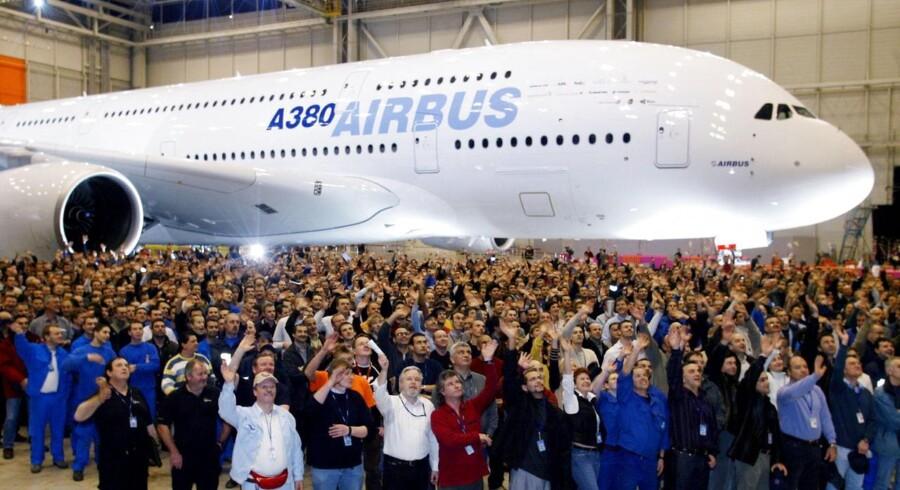 Airbus-ansatte foran superjumbojetten A380 tilbage i 2005.