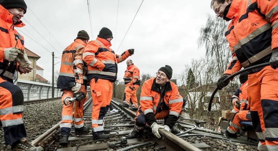 Mange kabeltyverier, senest ved Åmarken Station onsdag morgen d. 28.01.15. Her reparerer Banedanmark de steder hvor tyvene har stjålet kobberkabler eller bare klippet aluminiumskabler over.