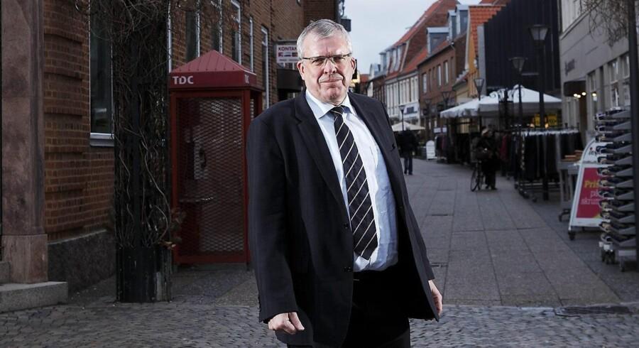 Bent Naur behøver ikke at være bange for at vise sig på gaderne i Ringkøbing. Han er en populær mand, og bankens aktier har øget byens velstand. Foto: Bo Amstrup
