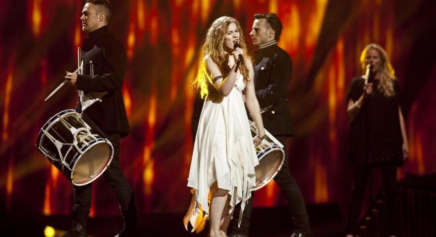 Emmelie de Forest gik i aftes videre til finalen, og hun spåes gode chancer for at vinde ved Melodi Grand Prix i Malmø på lørdag.