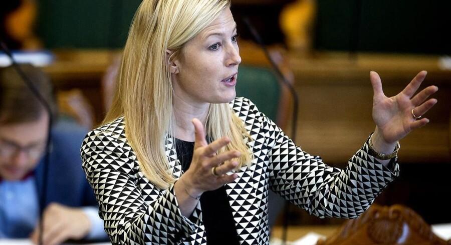 Uddannelses- og forskningsminister Sofie Carsten Nielsen (R)