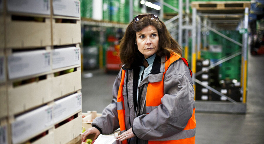 """""""På langt de fleste varer kan vi ikke nå at tage en prøve og afvente svaret. Særligt med frugt og grønt er vi nødt til at få varerne ud i butikkerne hurtigt, så de bevarer friskheden og ikke bliver fordærvet, """" siger Karin Frøidt, kvalitetschef i Coop."""
