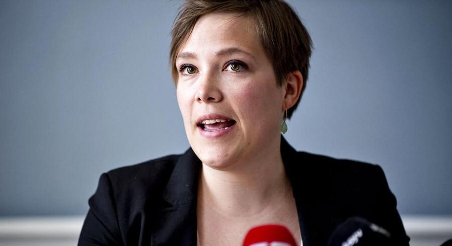 Ifølge ministeren tager man hånd om lægernes bekymring ved i lovgivningen at gøre det »soleklart«, at man ikke vil detailstyre lægernes arbejdsdag fra Christiansborg.