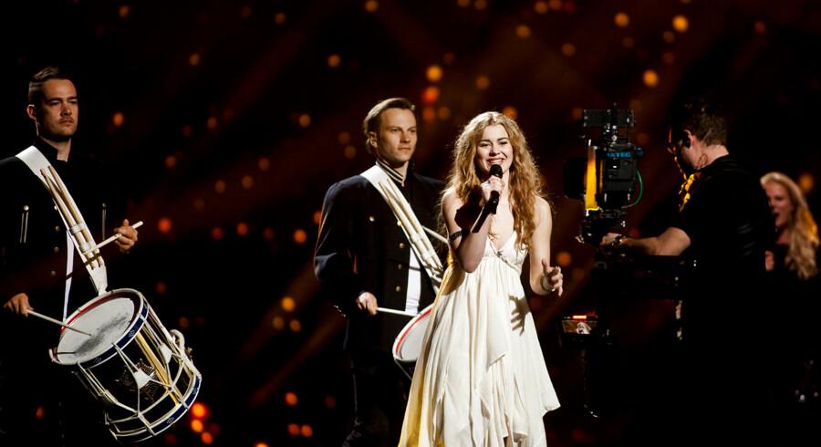 Der er generalprøve til semifinale til Eurovision. Her ses Emmelie de Forest
