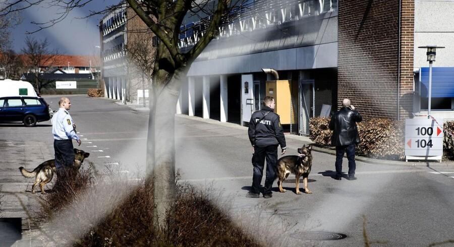 Røverierne mod Loomis og Dansk Værdihåndtering har fået Nationalbanken og pengeinstitutterne til frem over at sende kontanter til et nyt kontantcenter, som skal bygges i Høje Taastrup.