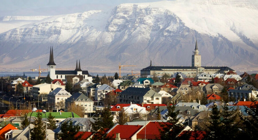 Allerede kort efter Islands bankkollaps begyndte de første opkøbsivrige udlændinge at lande på øen, og siden er de kommet i en lind strøm.