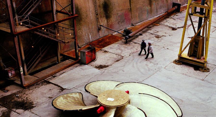 Med den nye plan for udnyttelsen af Lindø-værftet håber bestyrelsen for det A.P. Møller-ejede værft, at det også fortsat kan holde skruen i vandet, selvom det bliver i mindre målestok end denne enorme skibspropel, der hører til et af verdens største containerskibe. Fremover skal der bygges specialskibe i noget mindre målestok, og værftet skal også give plads til andre produktionsselskaber, som kan leje sig ind og forhåbentlig give fortsat arbejde til værftets mange ansatte.