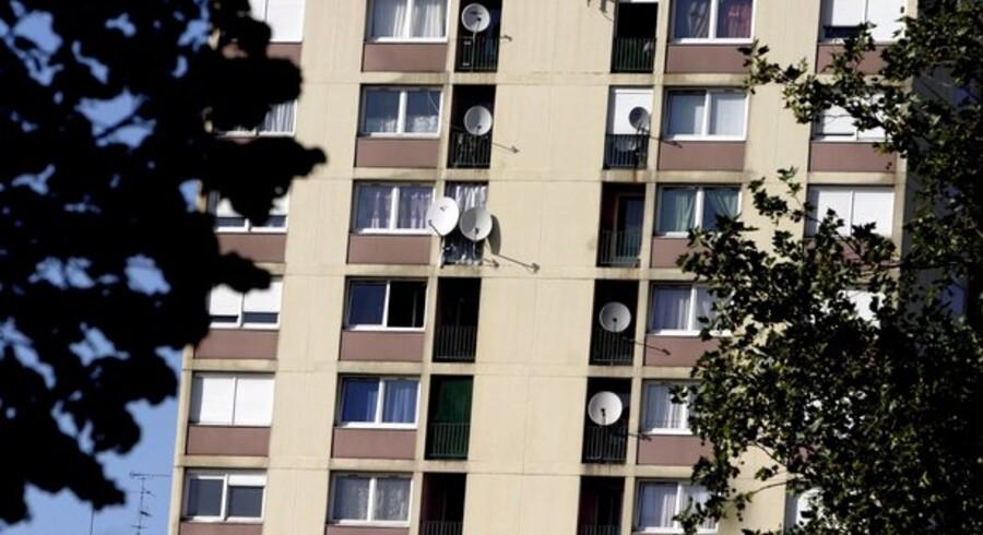 Der er stadig flere villaer at vælge imellem på markedet, mens udbuddet af lejligheder falder.