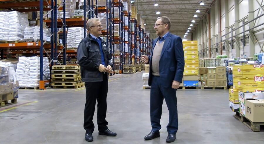 Adm. direktør Leonid Stepanjuk, DSV (tv.), og Danmarks honorære konsul i Kaliningrad, Arne Grove, i DSVs godsterminal.