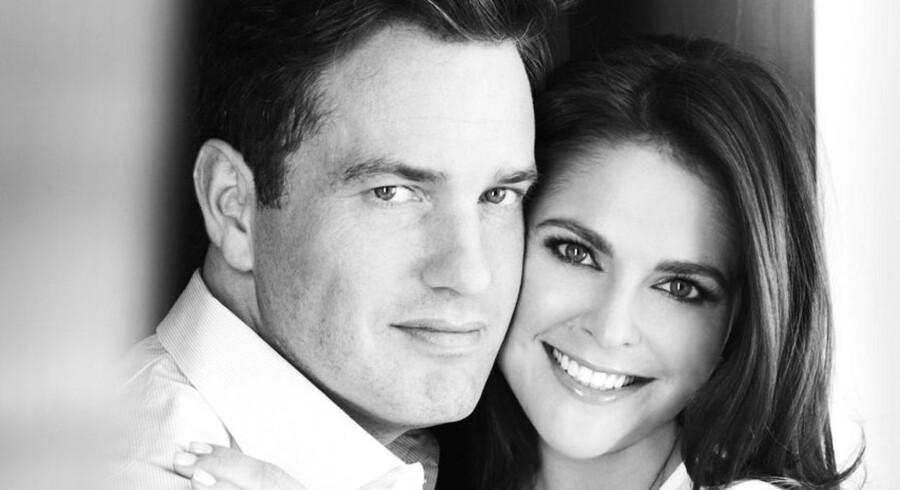 Den 8. juni i år, giftede prinsesse Madeleine sig med sin udkårne, Christopher O'Neill. I dag offentliggjorde det svenske kongehus, at parret venter deres første barn til marts. Se billeder af de kommende forældre her.