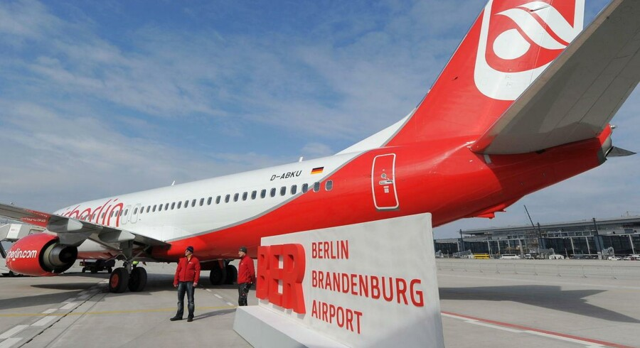 Et Airberlin-fly på asfalten i den nye Berlin-lufthavn, 'Willy Brandt' Berlin-Brandenburg Airport.