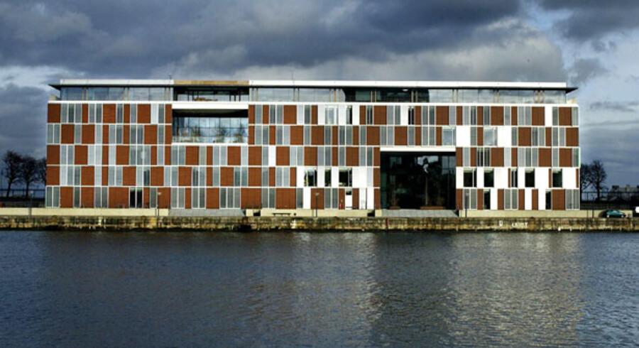 I september 2004 købte Islands største bank Kaupthing FIH for 7,29 mia. kr. Købet var en del af den islandske opkøbsbølge.