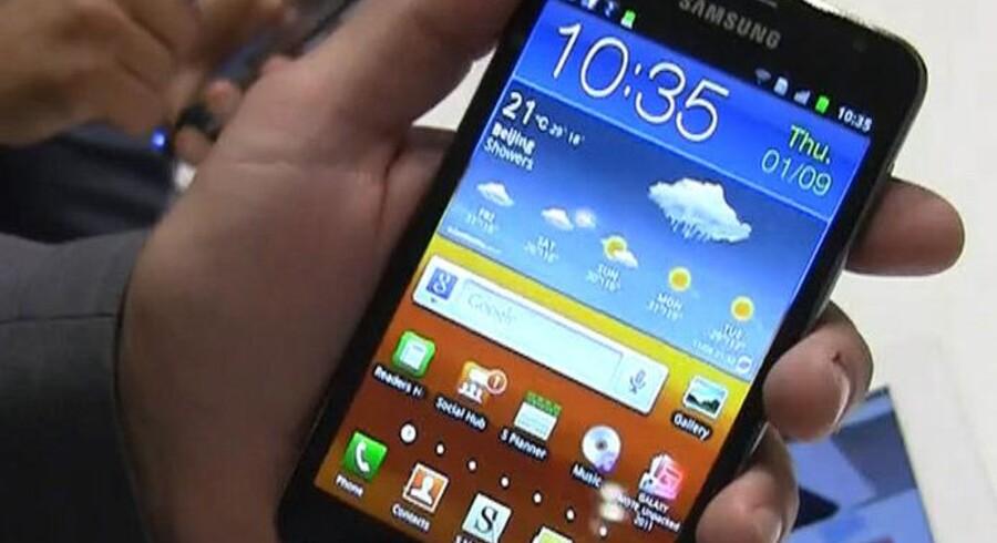 Galaxy Note er Samsungs forsøg på at krydse en mobiltelefon med en tavlecomputer. Foto: Amobil.no