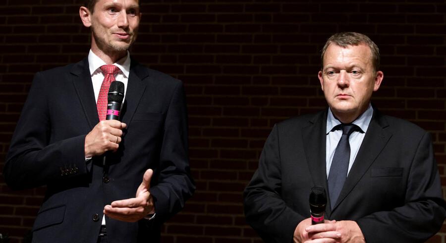 Her Venstres næstformand Kristian Jensen (tv) og formand Lars Løkke Rasmussen (th) til pressemøde efter mødet i Hovedbestyrelsen, der endte med at vare mere end syv timer. Konklusionen blev en fuld opbakning til Lars Løkke Rasmussen. Nu tager Venstre-kommunalpolitikeren Esben Dyekjær fra Hørsholm konsekvensen af den beslutning og forlader partiet.
