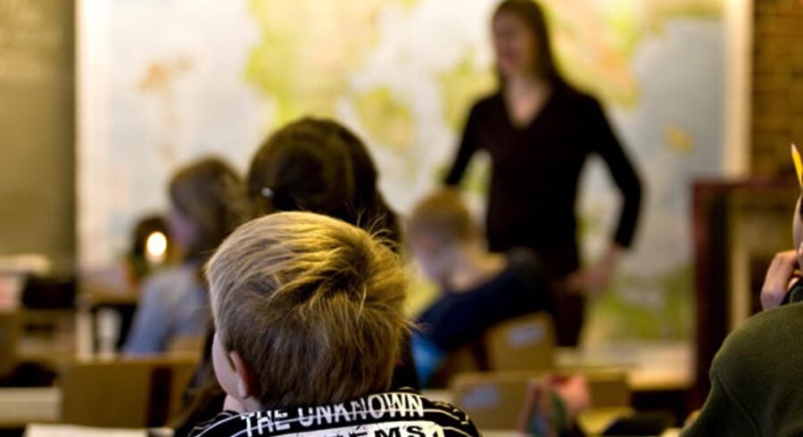 En million offentligt ansatte – herunder Danmarks Lærerforening og KTO, som repræsenterer mere end 500.000 kommunale og regionale medarbejdere – står over for en meget vanskelig situation, når de skal beslutte, om de vil forsøge at gennemføre forhandlingerne som planlagt eller udskyde dem et år.