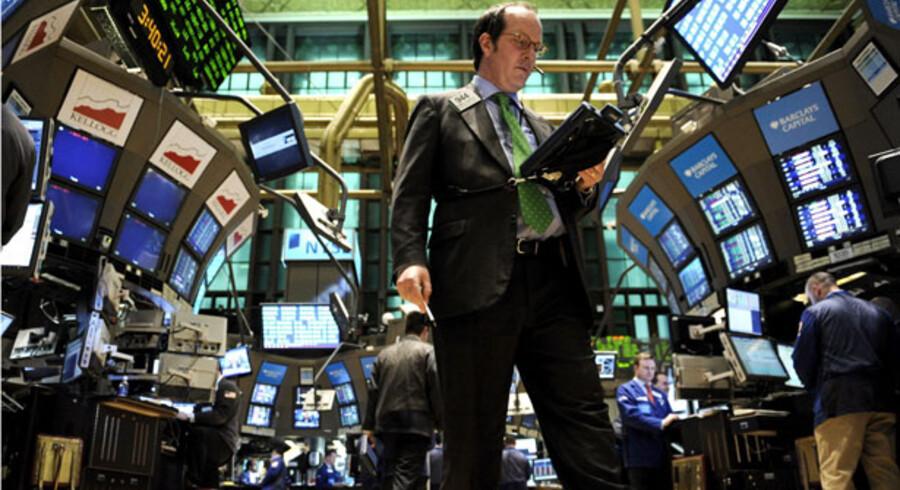 Dow Jones-indekset i New York er steget med 12 procent på to uger. Det giver håb om at aktiernes fald på verdensplan er ved at vende.