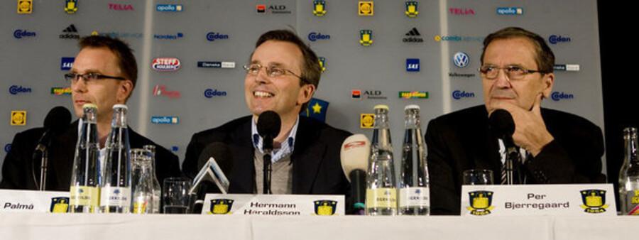 Mens alt endnu var fryd og gammen i Brøndby-toppen. Til højre Per Bjerregaard, i midten ses Hermann Haraldsson.