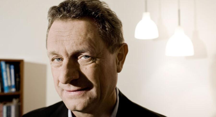 Overvismand Hans Jørgen Whitta-Jacobsen maner til løntilbageholdenhed, før overenskomstforhandlingerne går i gang i morgen.