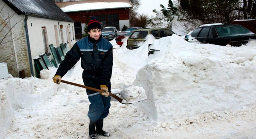 Lolland er et af de steder i Danmark, der indtil nu har været hårdest ramt af snefald og fygning. Kulden rammer varmeregningen i hele landet.