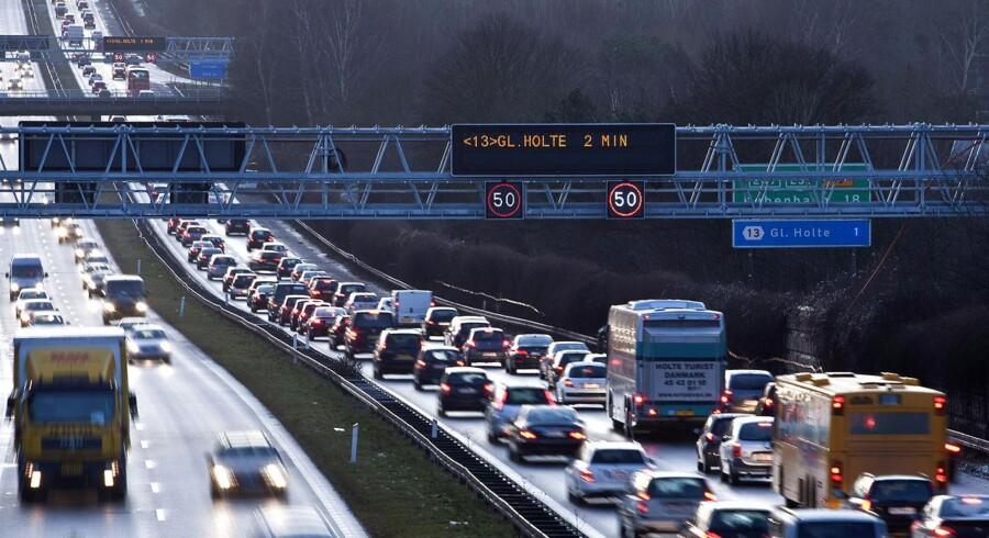 Visse typer busser skal fremover have lov at køre lidt hurtigere på motorvejene, foreslår regeringen.