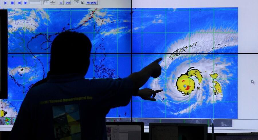 Den kraftfulde tyfon Maysak ventes at ramme landet inden for de kommende tre døgn