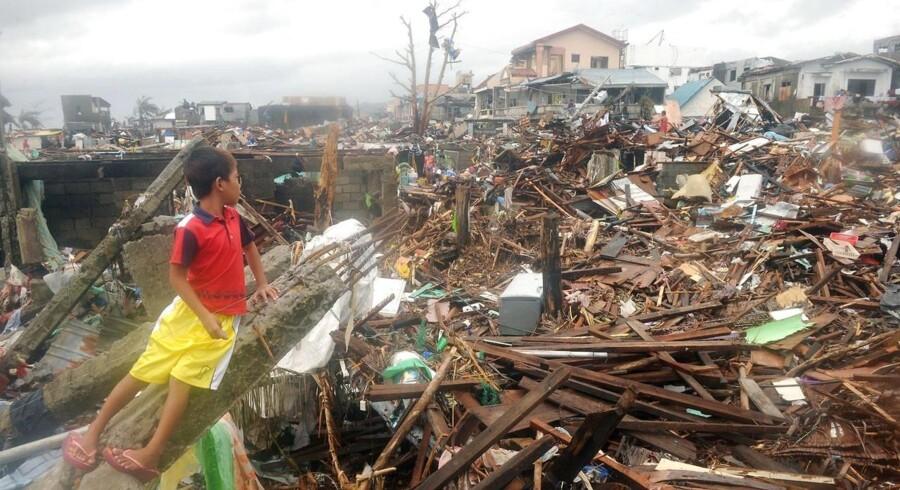 Ødelæggelser i Tacloban, hvor en dansker, som endnu ikke har givet lyd fra sig, menes at befinde sig.