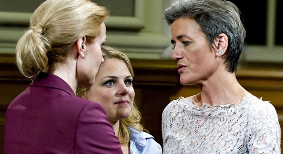 ARKIVFOTO. Statsminister Helle Thorning-Schmidt (S) og R-formand Margrethe Vestager i samtale med Johanne Schmidt-Nielsen (EL).