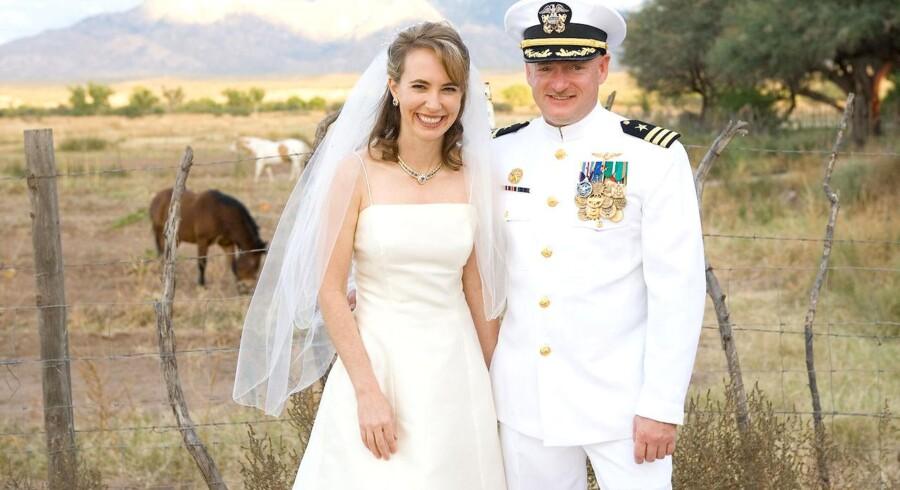 Gabrielle Giffords og hendes mand, astronauten Mark Kelly, skriver sammen en erindringsbog. Dette billede er fra deres bryllup i 2007.