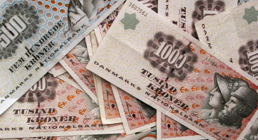Danskerne puger penge sammen i banken på trods af, at det på længere sigt giver et lavere afkast end værdipapirer.
