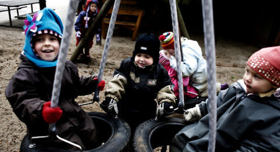 Børnene i Elleslettens Børnehave skal have lov til at bare at være børn, der klatrer op og falder ned, måske slår sig og griser sig til, uden at det hele skal tages så alvorligt, mener børnehaveleder Mette Thomsen.