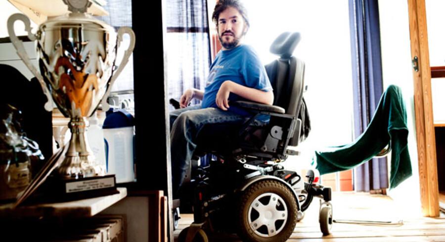 Rasmus Broberg, 23 år, har brug for hjælp 24 timer i døgnet.