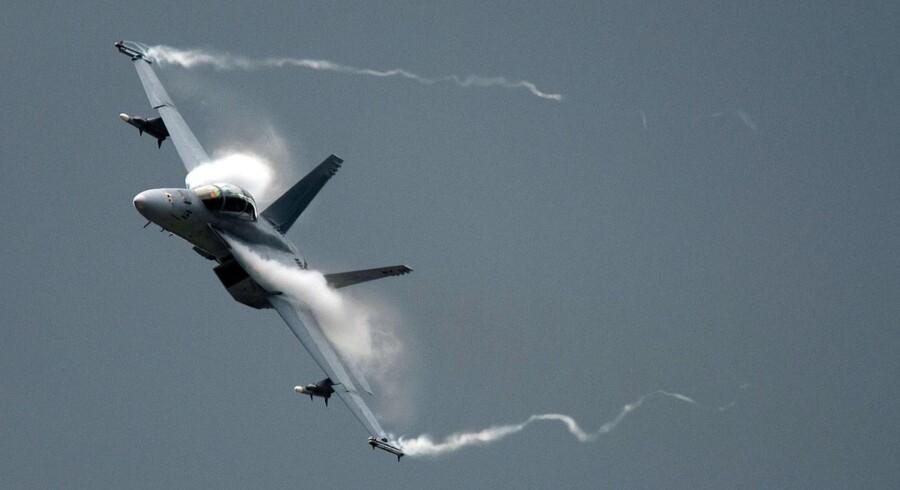 Slagsmålet mellem EU og USA om støtte til Boeing og Airbus er speget, fordi begge koncerner ud over kommercielle fly producerer militært udstyr.