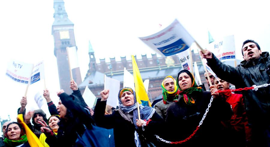 ROJ TV-sympatisører demonstrerer til fordel for den terrortiltalte tv-station.