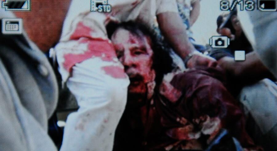 Dette er første billede af den tilfangetagne og angiveligt dræbte Muammar Gaddafi. Billedets autencitet er ikke bekræftet, men AFP mener at vide, at det er ægte.