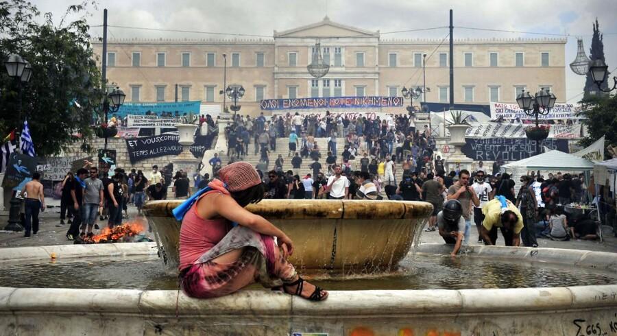Kampen står nu om det græske parlament (bygningen i baggrunden).