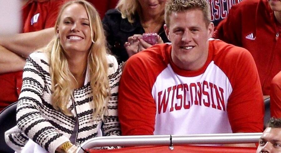 Caroline Wozniacki og NFL-stjernen J.J. Watt så NCAA-finalen mellem Duke Blue Devils og Wisconsin Badgers sammen. Nu svirrer rygterne om, at de er et par.