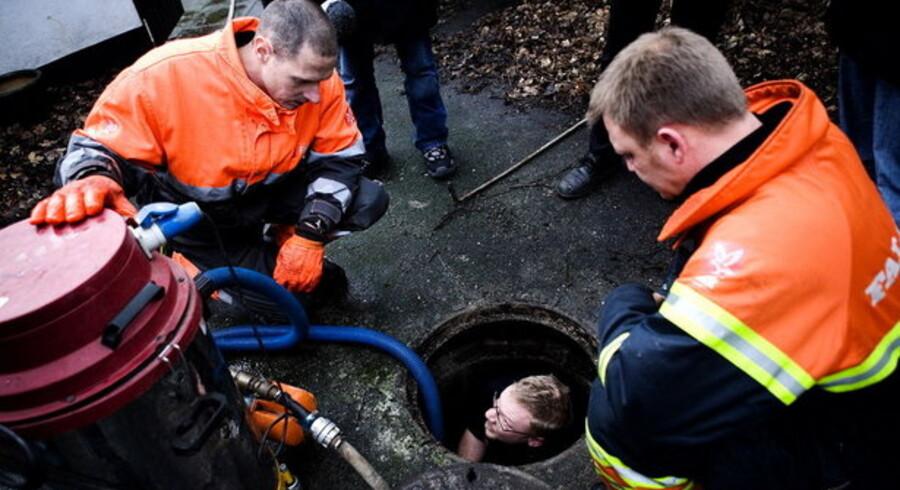 De danske kloakker er ikke dimensioneret til de stadigt krafitigere regnskyl, og regningen kan ende hos både boligejere og lejere.