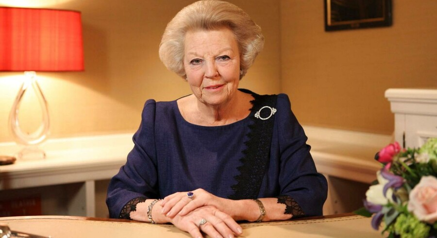 Sådan gik Dronning Beatrix på hollands TV for at annoncere, at hun 30. april abdicerer fra den hollandske trone.