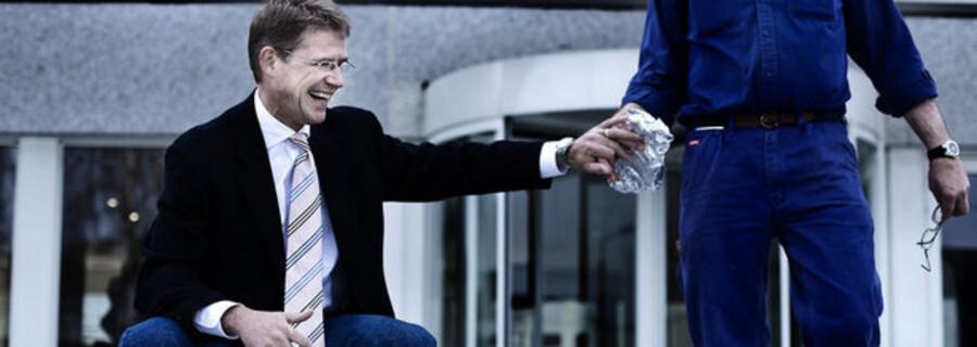 Koncerndirektør Lars Rebien Sørensen får angiveligt 14 millioner kroner i årsløn og har ikke udsigt til at miste den.