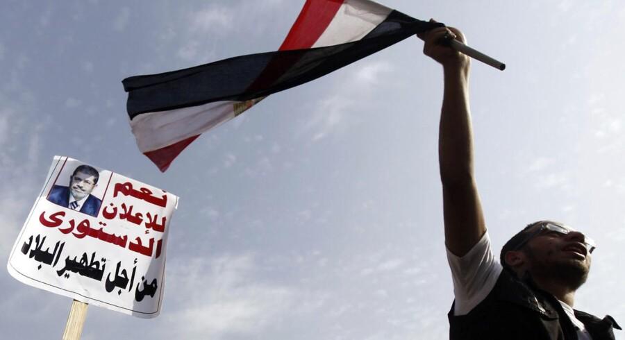 Egypten har i mere end et år været præget af uroligheder. Nu er præsident Mohamed Mursi ved magten, hvilket denne demonstrant bifalder.