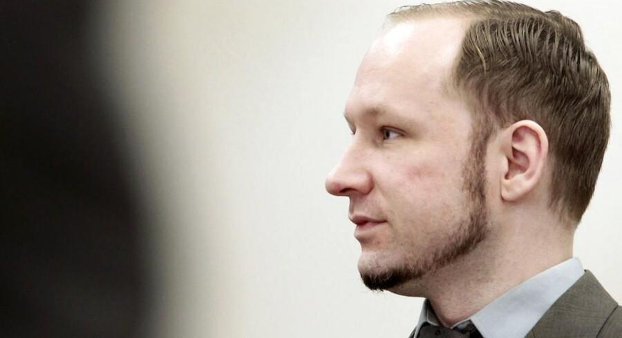 Anders Behring Breivik vil i dag forsøge at overbevise retten om, at han ikke bør erklæres utilregnelig.