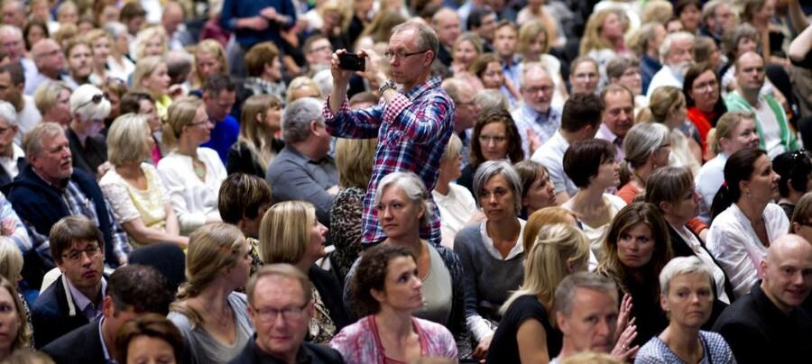 De praktiserende læger samlet til stormøde i Odense.