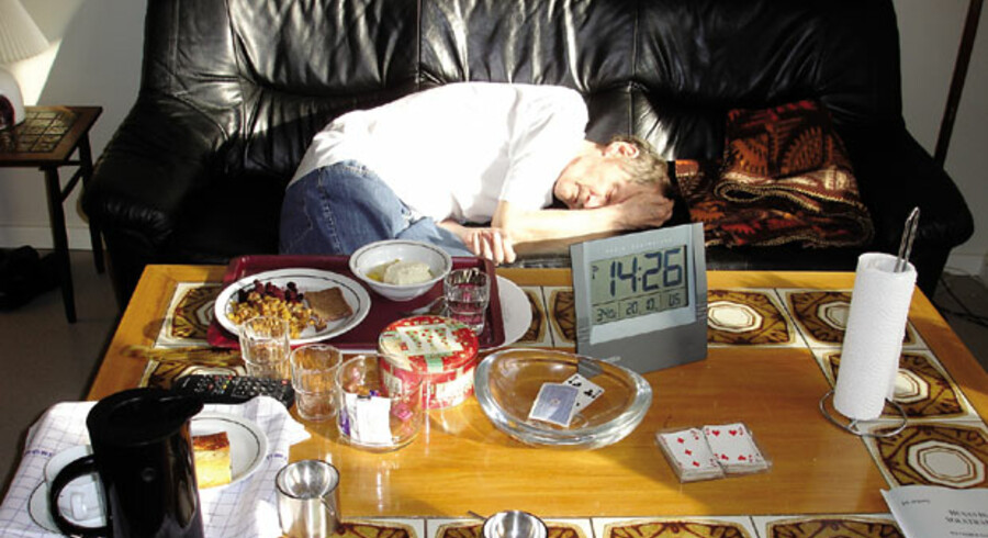 Trods anbefalinger om selskab og såkaldt pædagogiske måltider måtte Frede Skjødt indtage middagsmaden alene. Det lykkedes langt fra altid. På billedet har den varme middagsmad stået fremme i over 3o graders varme i knap tre timer.