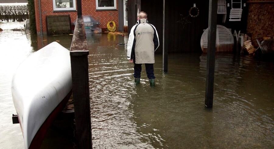 Blæsten gik frisk over Limfjordens vande, og vandene stod højt over bredden. Oversvømmelse i Lemvig. Kurt Laursen var én af de borgere i Lemvig der blev i sit hjem under oversvømmelsen.