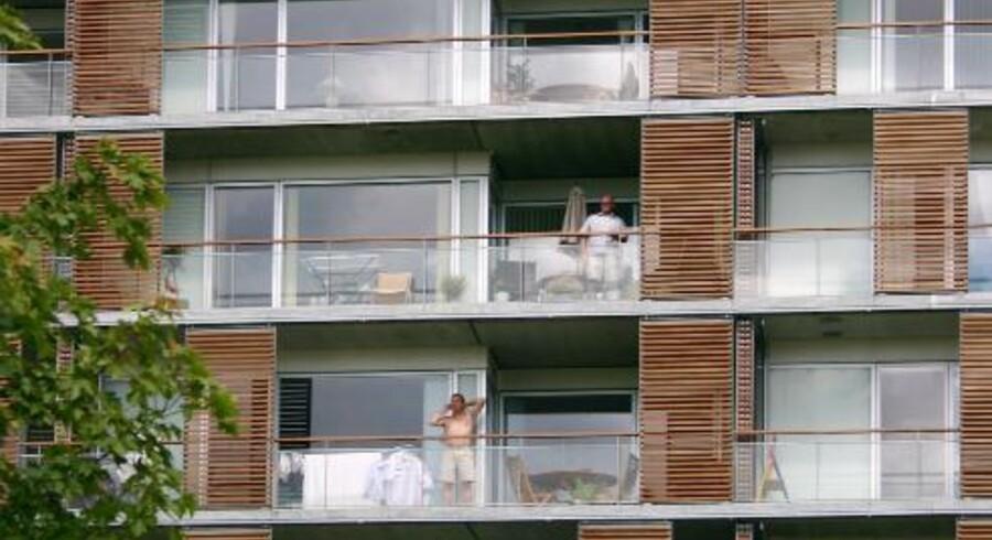 Urbaniseringen drøner derudaf, og antallet af byboere stiger. Vi vil helst være tæt på det hele, men samtidig vil vi ikke gå alt for meget på kompromis med komforten i vores boliger. Derfor forsøger vi at tilpasse vores lejligheder de behov, vi har for plads og grønne udearealer ved at vælte vægge, bygge om og ud og investere i store altaner og tagterrasser.