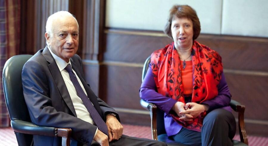 Catherine Ashton har mæglet mellem parterne for at nå en løsning på den politiske krise. Her ses hun med generalsekretæren for den Arabiske Liga general Nabil Elaraby (tv) i Kario.