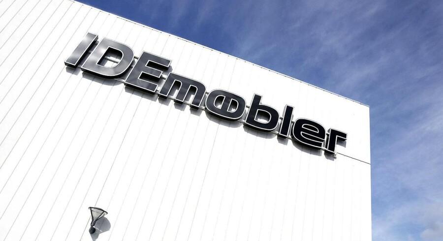 Flere tidligere ejere af Idémøbler-kæden truer med at stævne kapitalfonden Axcel for at have parkeret en milliongæld i et skraldespandsselskab.
